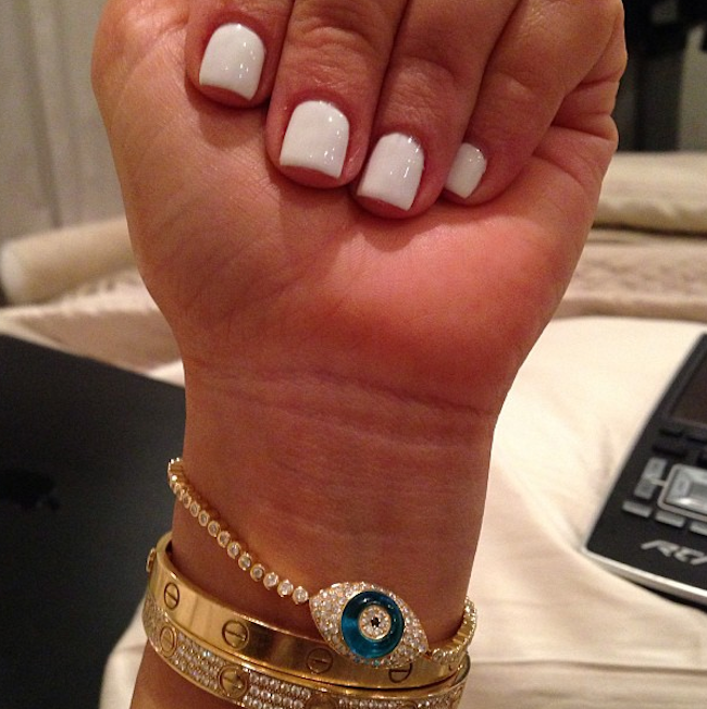 Kim Kardashian celebrates divorce by getting manicure. She is loving ...