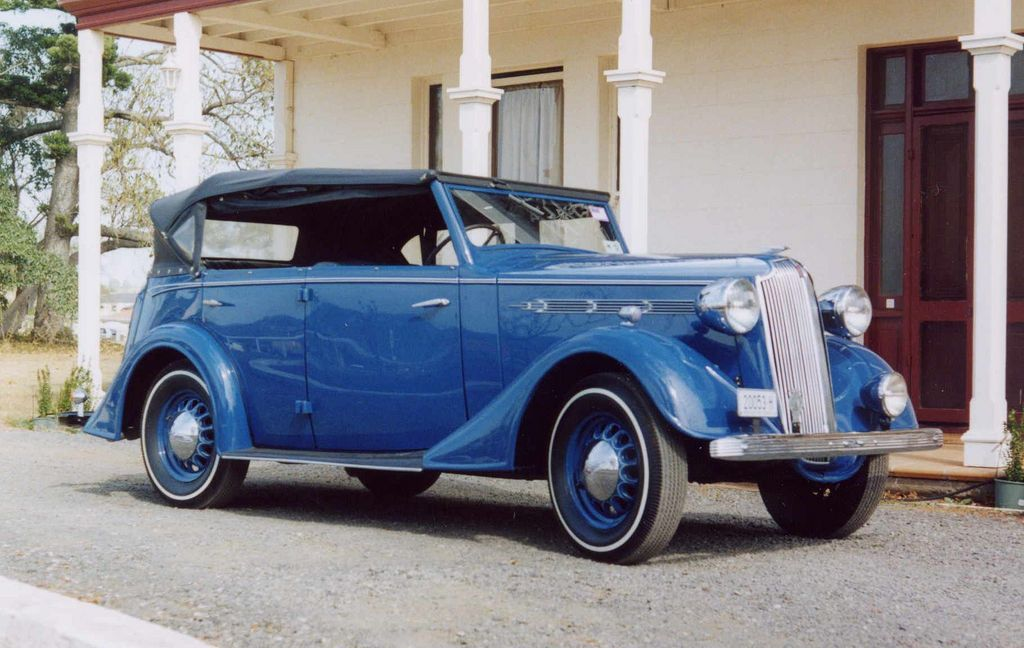1937 Vauxhall DX cabriolet