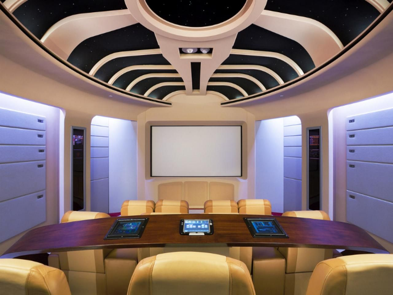 Designer home theaters media rooms inspirational for Home theatre decorations