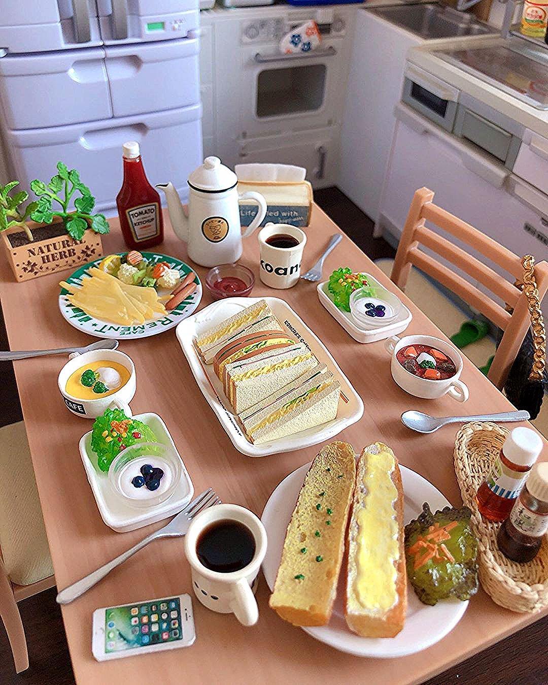 """W1818188 on Instagram: """"🌤 早安~吃早餐嘍! ☕️🥗🥪🥖🍟 - - - - #rement #rementjapan  #早餐 #三明治 #朝食  #美味しい #可愛い  #ミニチュア #ミニチュアフード  #ぷちサンプル #ぷちサンプルシリーズ  #ドールハウス #リーメント #迷你 #微型 #食玩…"""""""