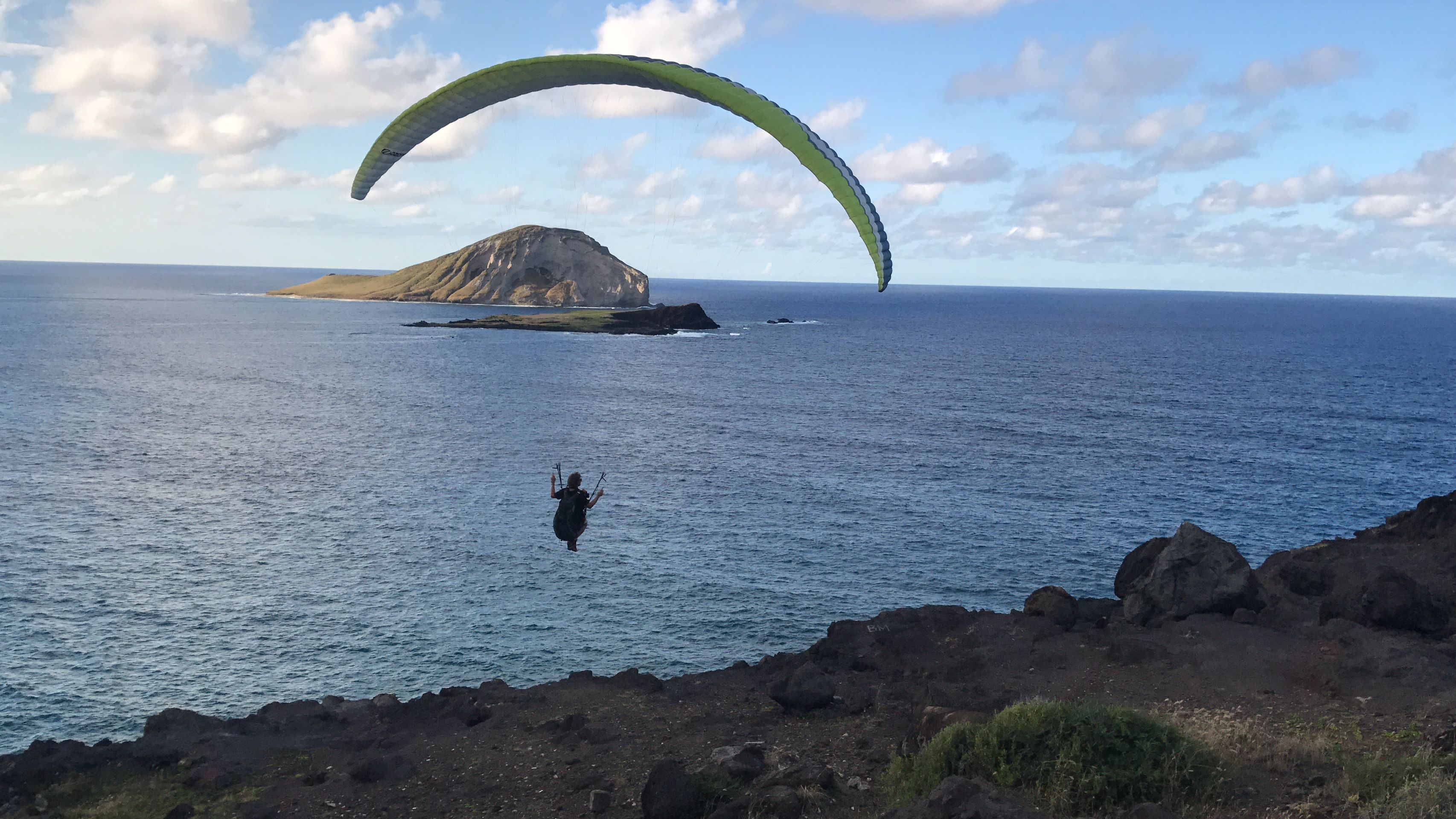 #parasailing #hawaii #oahu - tour the island with us http://danielshawaii.com