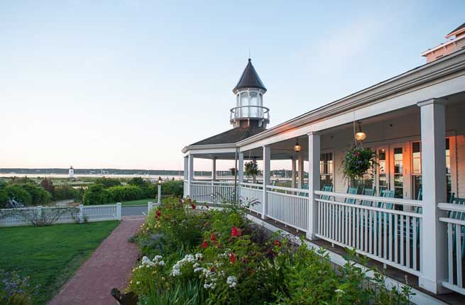Check out these spectacular hotel porches across the US! (then let us get you there! jlazoff@traveldetailing.com  #traveldetailing #yourkeytoagreattrip