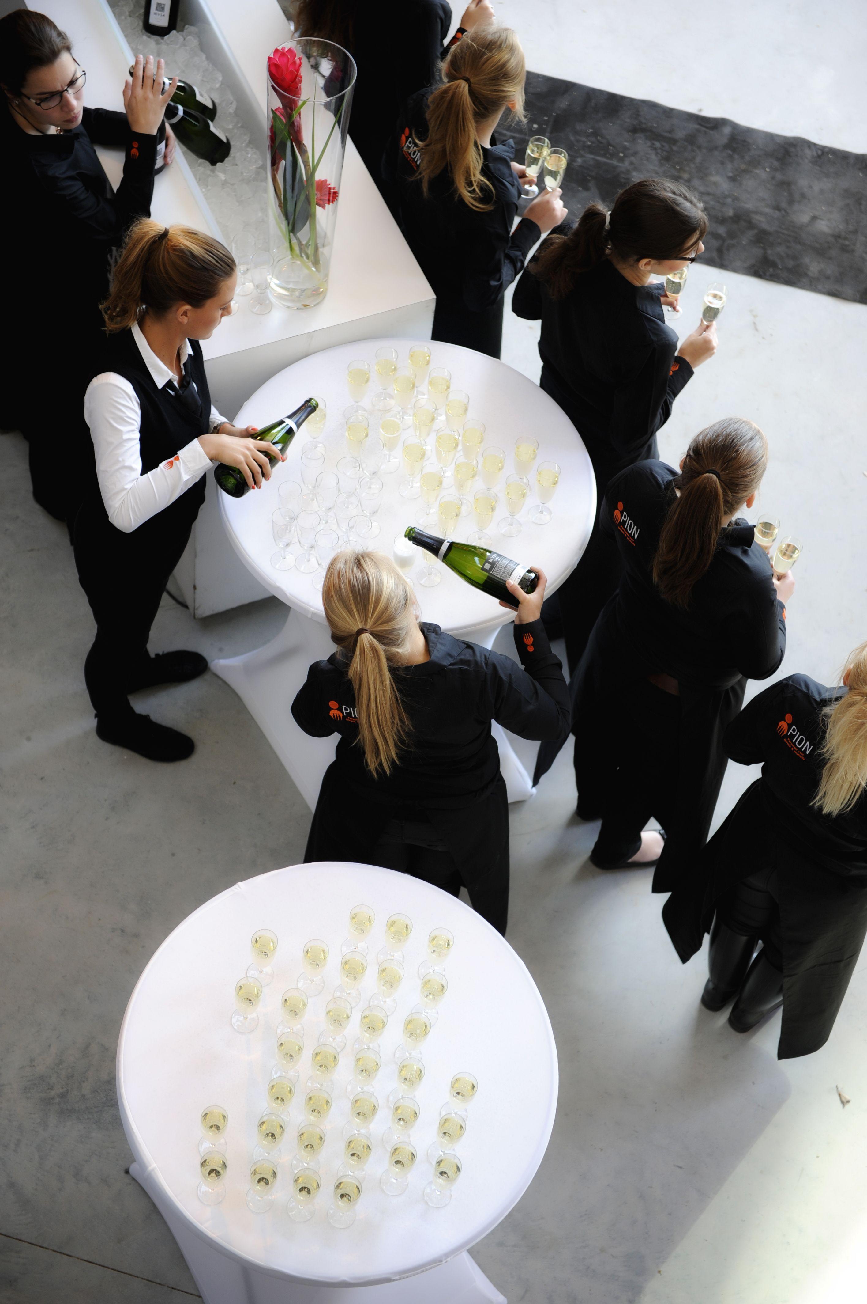 PION voor een vakkundig, proffesioneel en sprankelend team voor een mooi diner op een unieke locatie. #ondernemersgala #GoBoZ #ondernemervanhetjaar #meesttalentevollestarter #diner #netwerk #netwerkborrel #ondernemers #bergenopzoom #dezeeland #gastvrijheid #sprankeling #ontvangst #champagne #bubbels