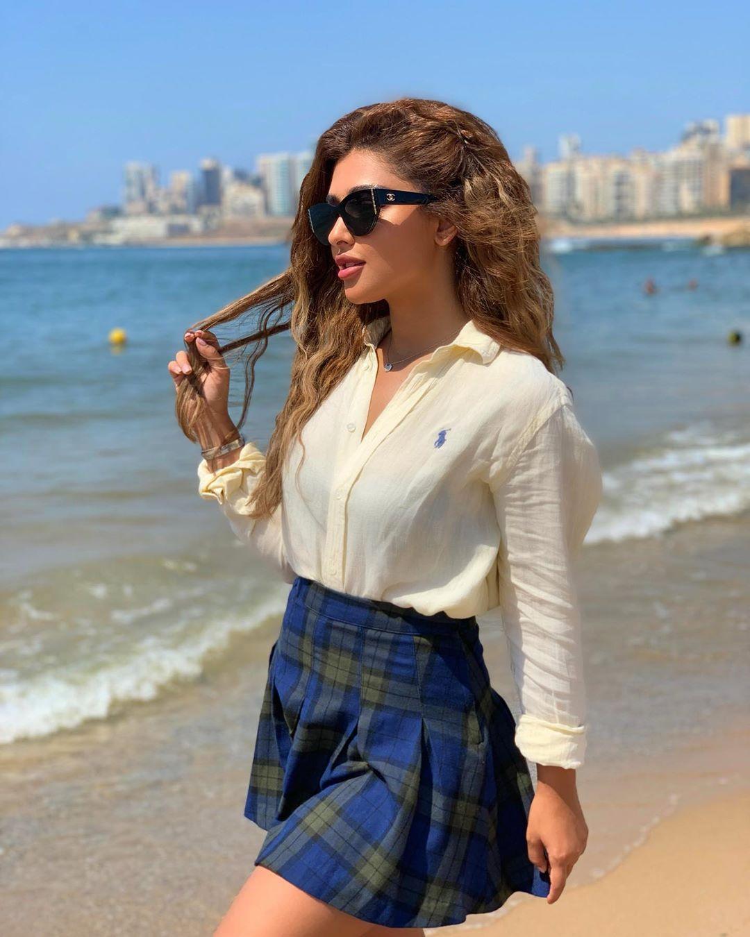 Eleen Suliman الين سليمان On Instagram اشتقت للصيف High Waisted Skirt High Waisted Waist Skirt