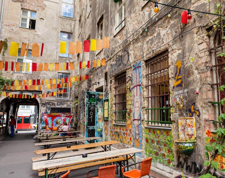 hinterhof kultur rosenthaler stra e hakescher markt courtyard hakescher markt berlin. Black Bedroom Furniture Sets. Home Design Ideas