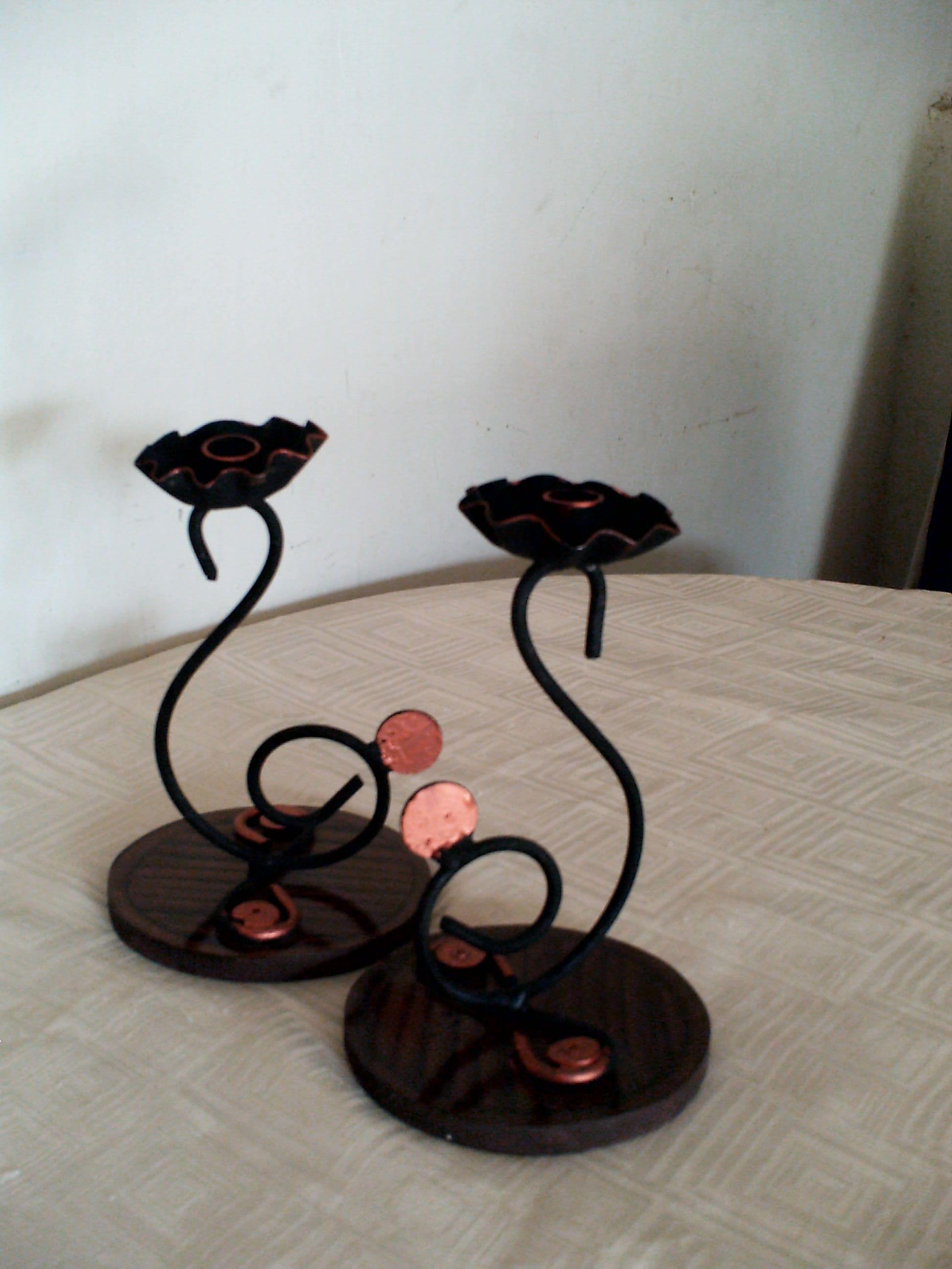 Bello juego de 2 portavelas de hierro forjado y madera for Decoracion del hogar facil y economico