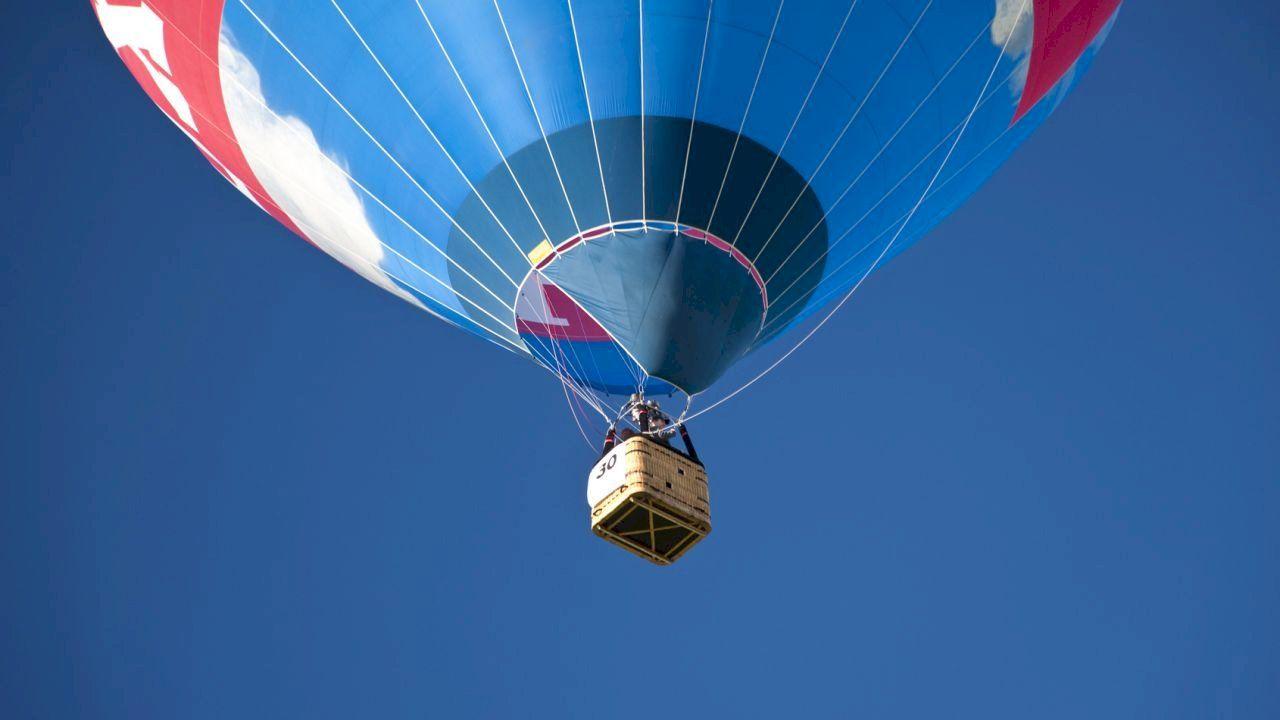 ما هو سبب اختيار غاز الهيليوم في المناطيد Helium Gas Helium Airship
