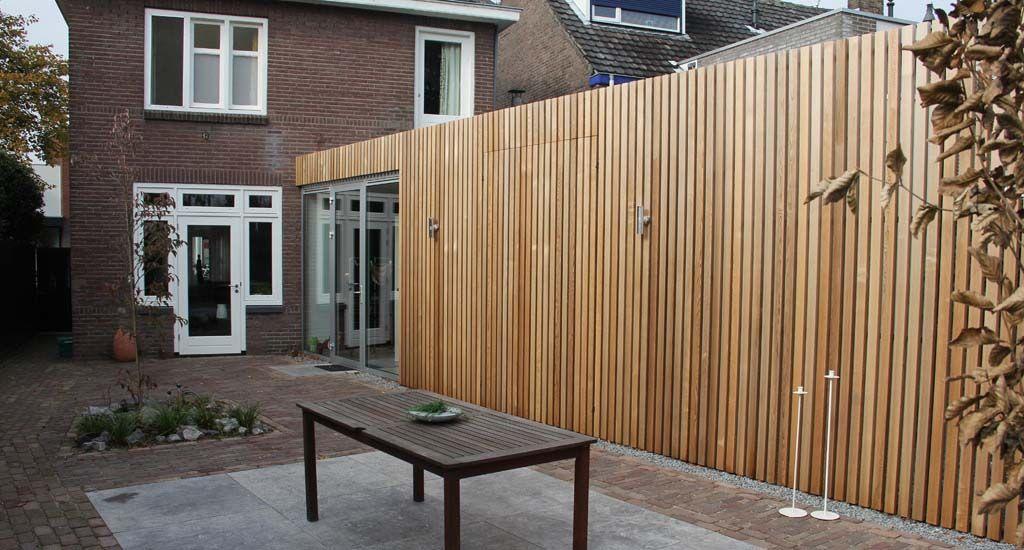 aanbouw met red cedar lattenstructuur uitbouw. Black Bedroom Furniture Sets. Home Design Ideas