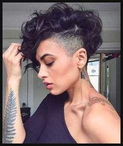 Undercut Locken Frau schwarze Haare mehr und weniger rasiert ...