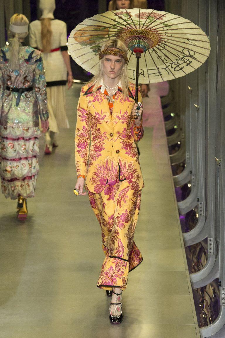 Неделя моды в Милане  Gucci осень зима 2017 18 (Интернет-журнал ETODAY) d49de537652