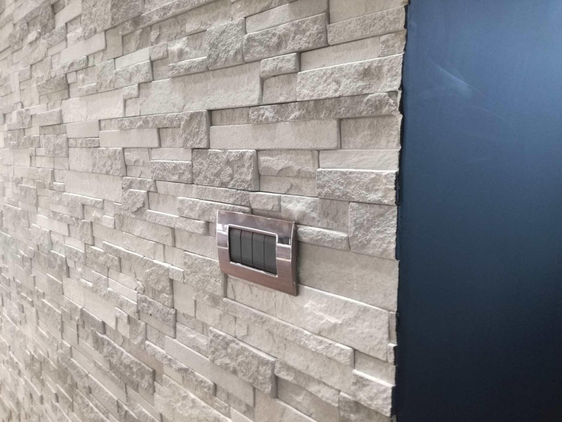 Parete In Pietra Soggiorno dettaglio parete in quarzite primiceri grigioperla (con