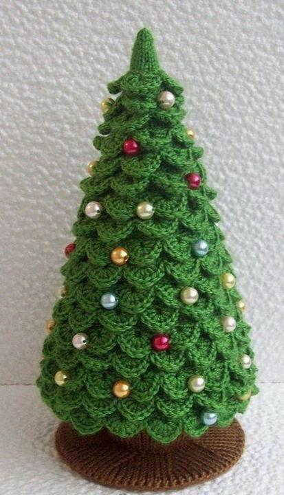 Hæklet og strikket juletræ.