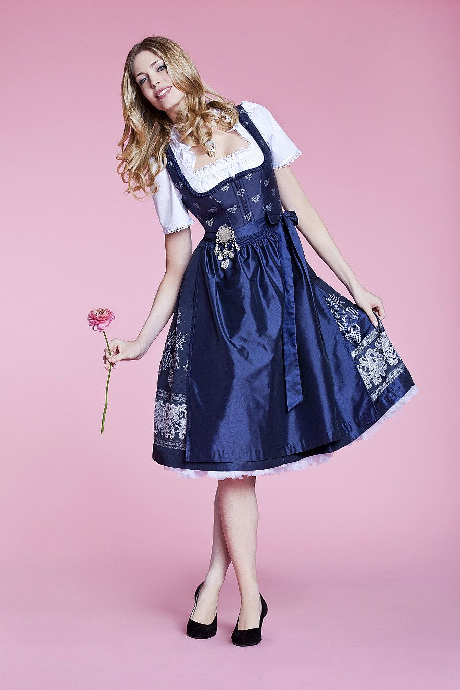 dirndl bella blau bei trachten angermaier selected by http munich and. Black Bedroom Furniture Sets. Home Design Ideas