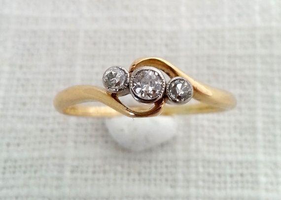 Antique 1918 Edwardian Art Deco 18k Gold Diamond Trilogy Ring