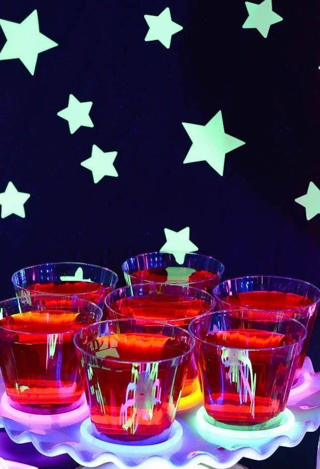21 Wicked Cool \u002790s Halloween Party Decor Ideas Party Hardy by - halloween party decoration ideas