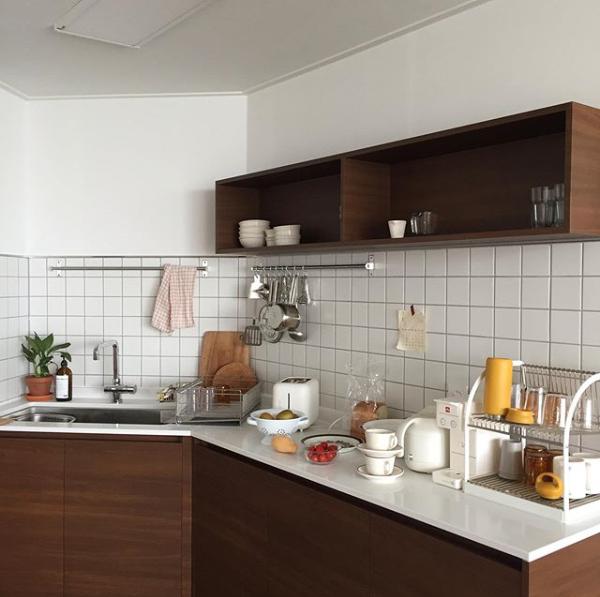 4인 가구 살림법 저자의 화보같은 주방 오늘의집 인테리어 고수들의 집꾸미기 부엌 인테리어 디자인 원목주방 작은 부엌 디자인
