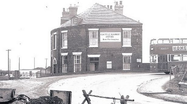 Great 1970s photos show former Derby bridge before it was ...