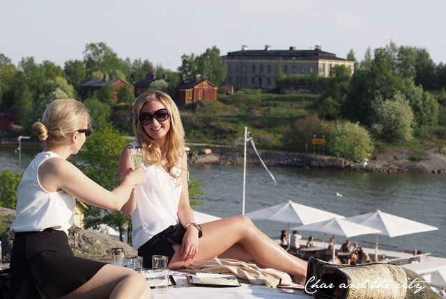 Ideas for a stylish and elegant summer picnic with your girlfriends, products by Duni:  http://divaaniblogit.fi/charandthecity/2014/05/29/duni-piknik-kattaus/