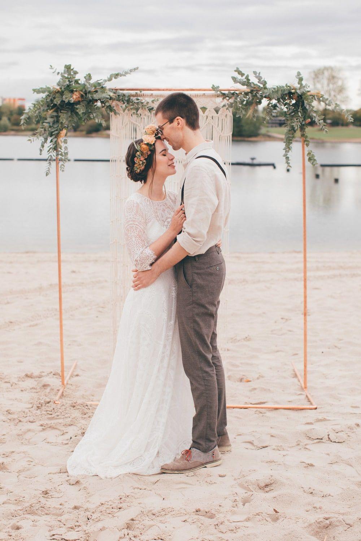 Strandhochzeit Freie Hochzeit Mit Hippie Flair Strandhochzeit Hochzeit Am Strand Hochzeitsinspirationen