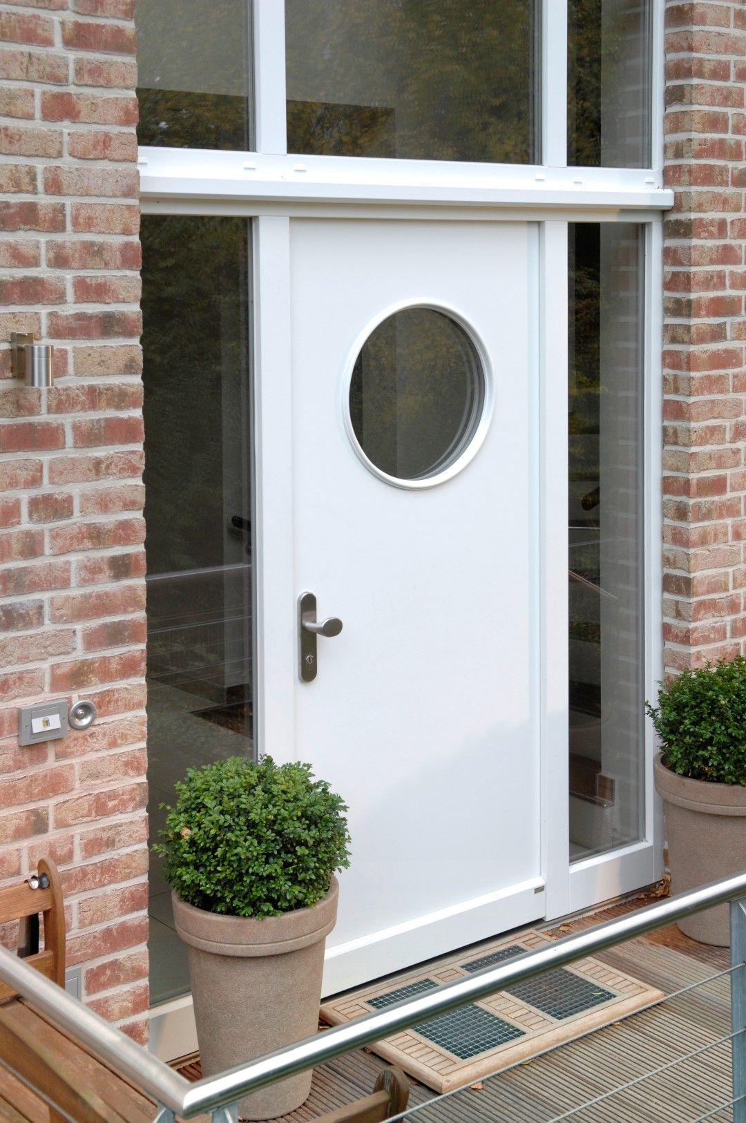 Haustür Mit Bullauge eine ganz einfache und schlichte holzhaustür in weiß umschmückt