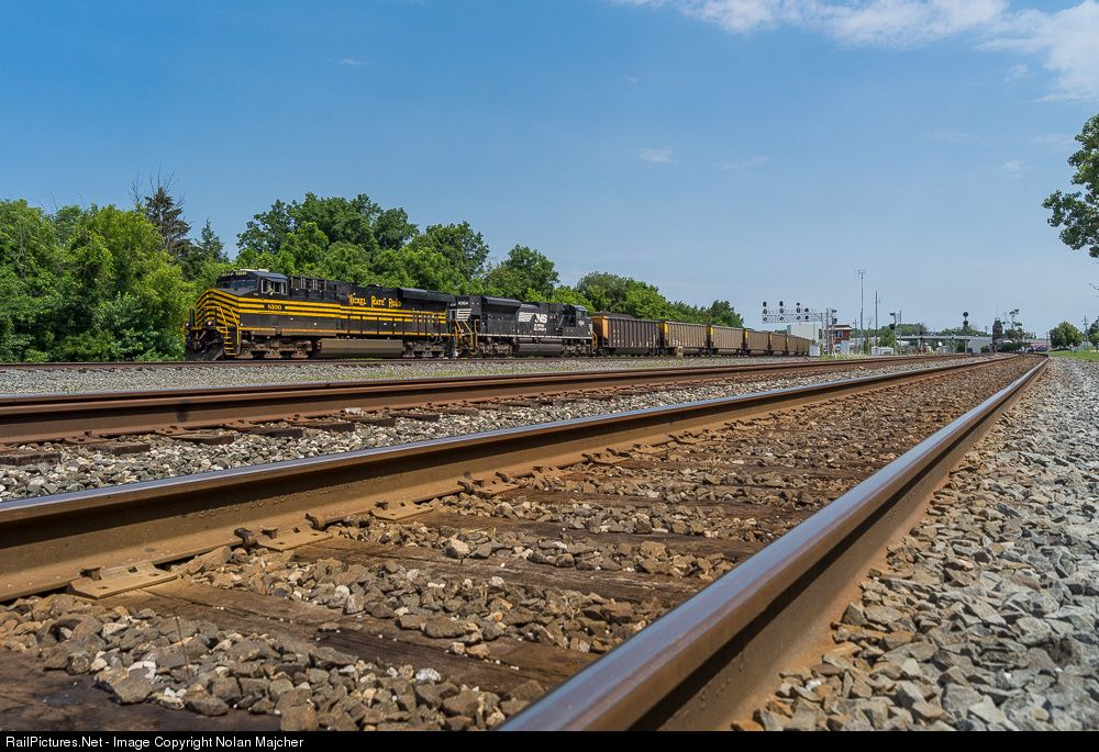 RailPictures.Net Photo: NS 8100 Norfolk Southern GE ES44AC at Berea, Ohio by Nolan Majcher