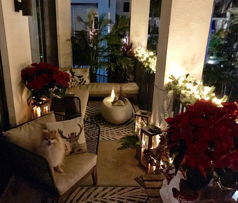 50 christmas balcony décor ideas which are opulent and classy outdoor christmas decorations on christmas balcony decorations apartment patio id=83559