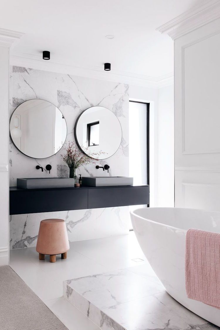 Minimalistisches Bad Badewanne Doppelwaschbecken Schwarz
