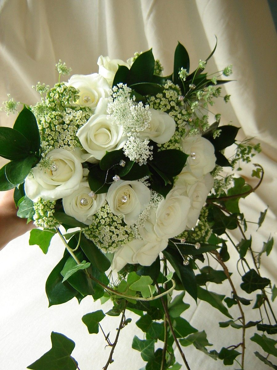 Roses autres fleurs blanches lierre fleurs for Bouquet roses blanches