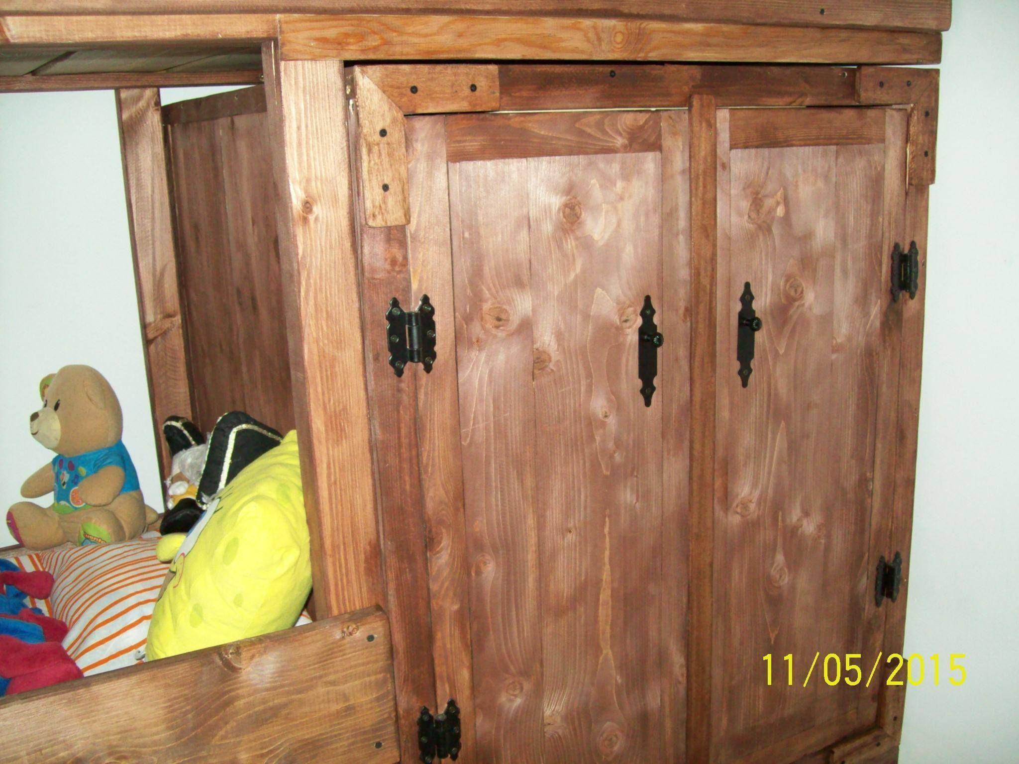 Armario debajo de la litera confeccionado con maderas - Armarios de hierro ...