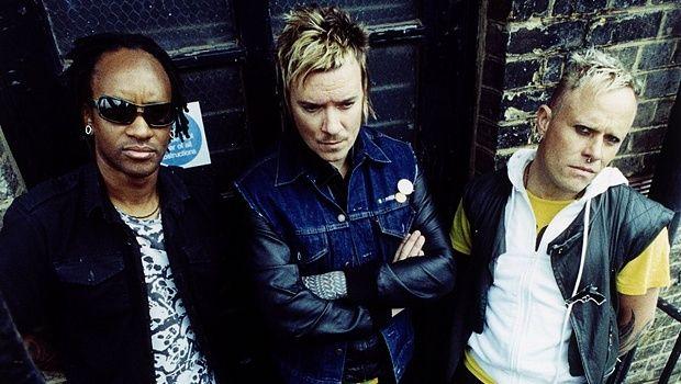 """Известната британска група """"Продиджи"""" работи усилено над нов албум. Това съобщи фронтменът на състава Лиъм Хоулет. Работното заглавие на проекта е """"Как да откраднем изтребител"""". Не е изключено в хода на работата името на плочата да бъде променено."""