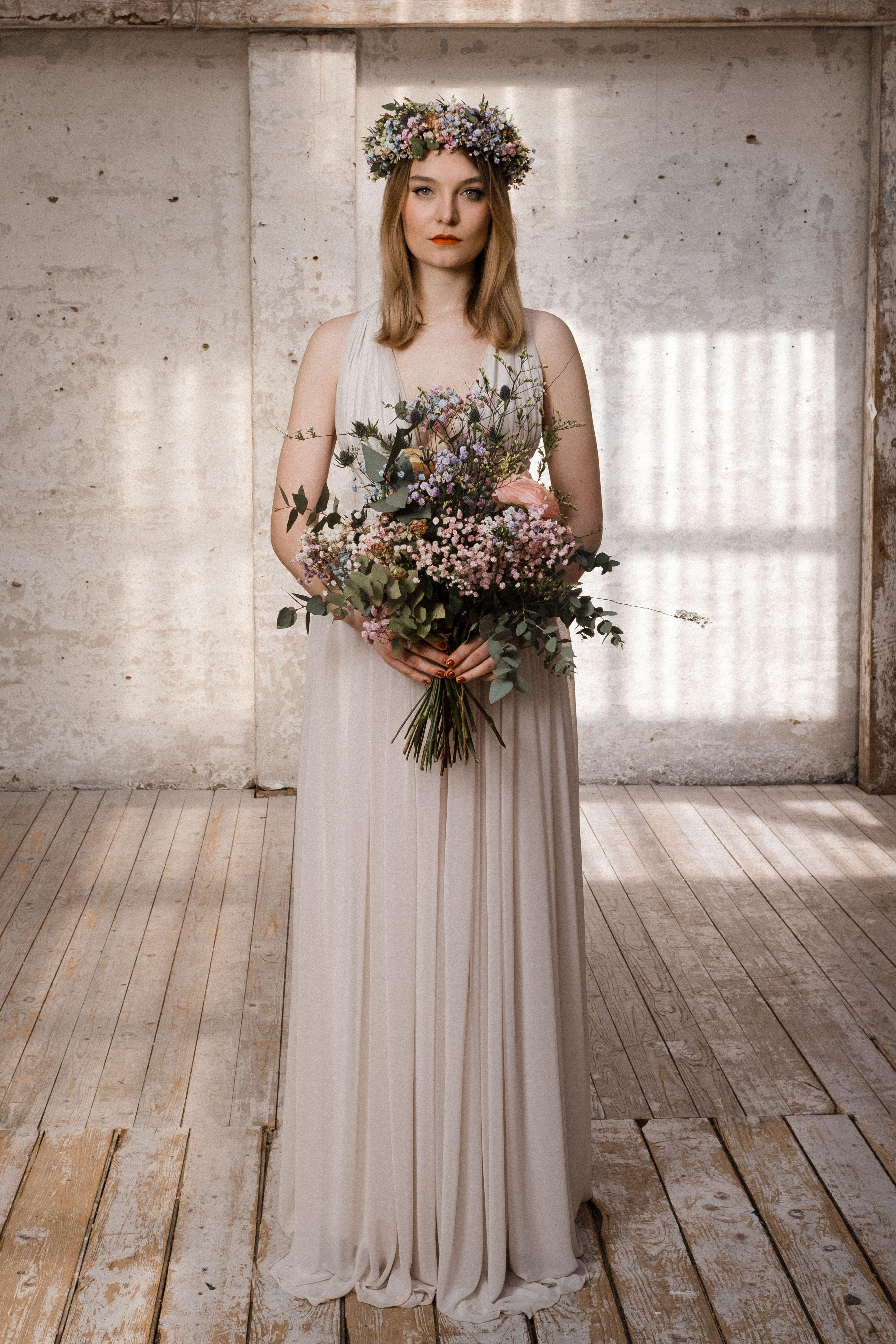 Brautmode aus Hamburg - Ave evA Kollektion in 16  Brautkleid