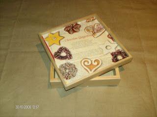 Caixa executada com guardanapo de papel , pintada com tinta acrilica e verniz.