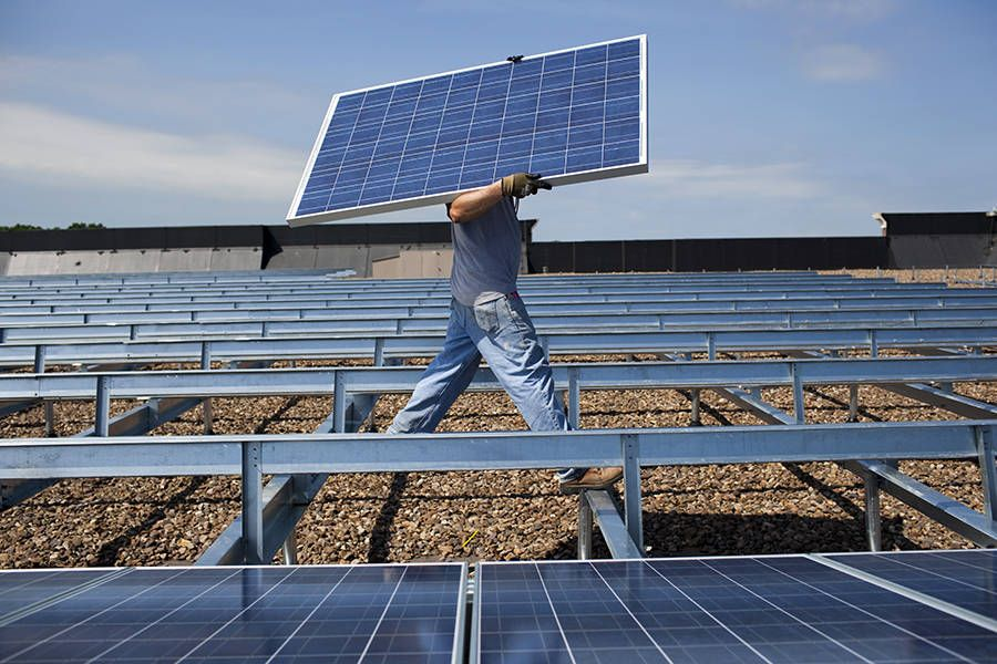 Can Illinois Handle A 2000 Jump In Solar Capacity Were About To Find Out Https Ift Tt 2pusbji Solar Solar Solutions Solar Energy Companies