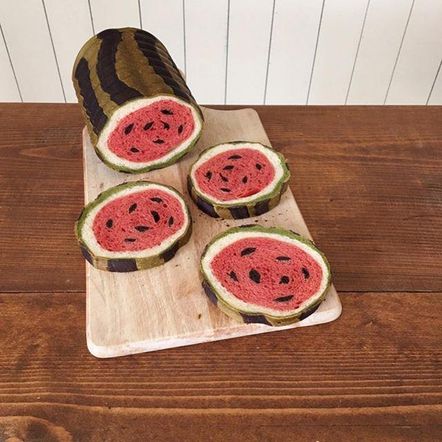 Artistic bread,awesome!. #イラストパン #watermelon  # #スイカ . . 夏にピッタリのイラスパンです . . # #bread #homemade #handmade #fruit  #summer #手作りパン #パン作り #イラストぱん #おうちパン #パン教室 #手捏ね #kawaiifood #cutefood #kawaii #すいか #西瓜 #旬 #おいしい #好き #sweet #かわいい #楽しい