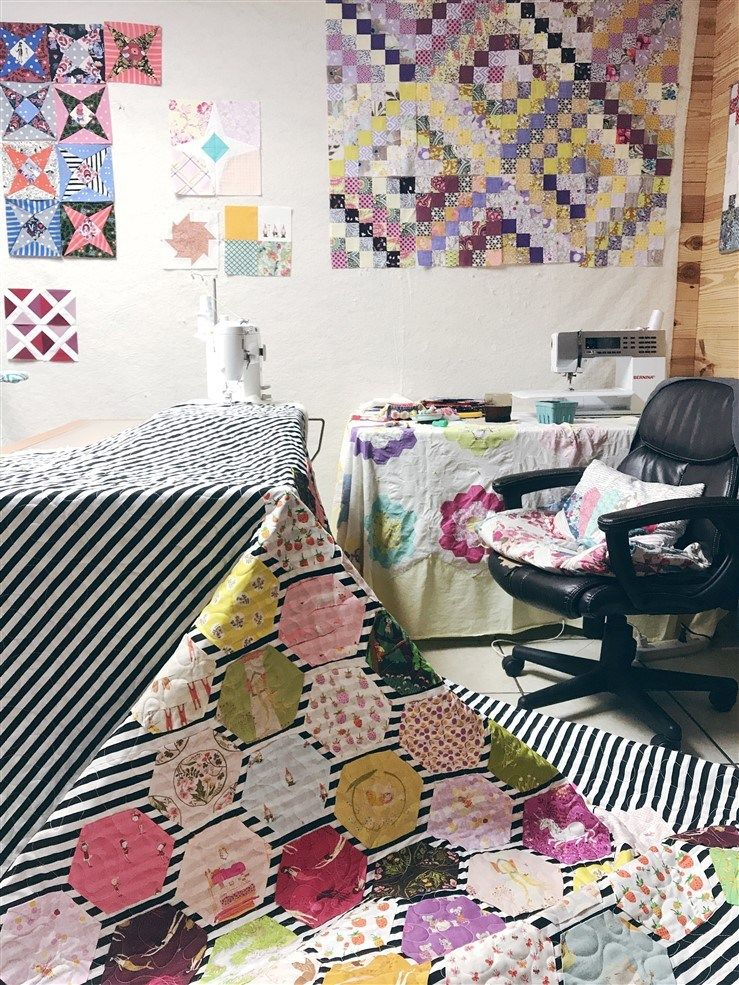 Quilt Reveal – The Meander Hexie Quilt