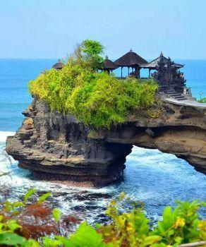 O pé da montanha no mar em Bali, Indonésia !!! (42 pieces)