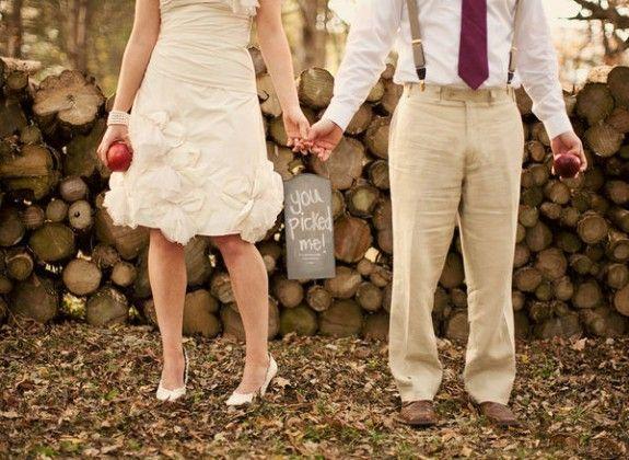 cute photoshoot - fall wedding #rockmyautumnwedding @rockmywedding