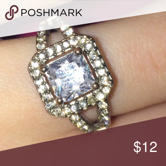 Diamond ring Missing one little tiny stone (easy fix). Minor discoloration.  value is unknown. Bundle to save ☺️ Jewelry Rings