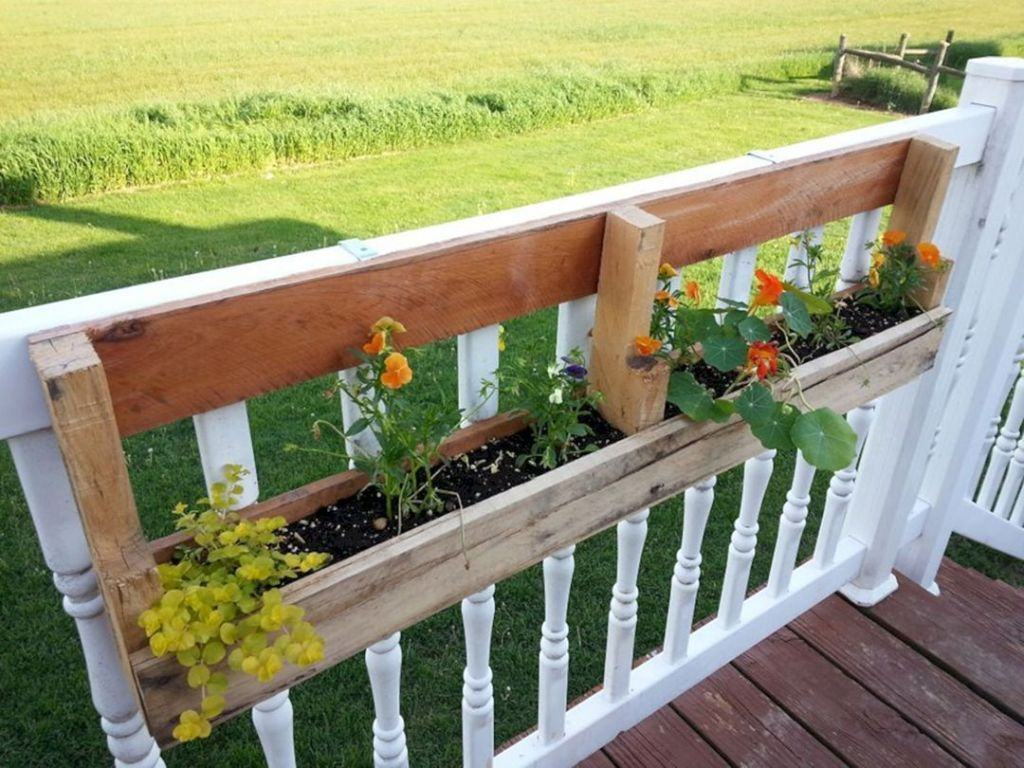 30+ Awesome DIY Fence Garden Design With Wood Pallets