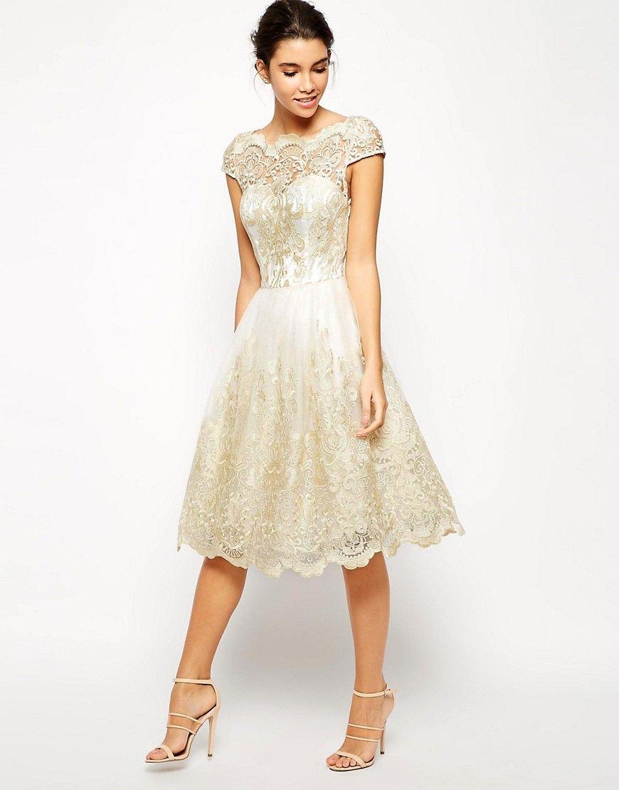 Image 1 Of Chi Chi London Premium Metallic Lace Midi Prom Dress With Bardot Neck Kurzes Hochzeitskleid Kleid Spitze Brautjungfern Kleider