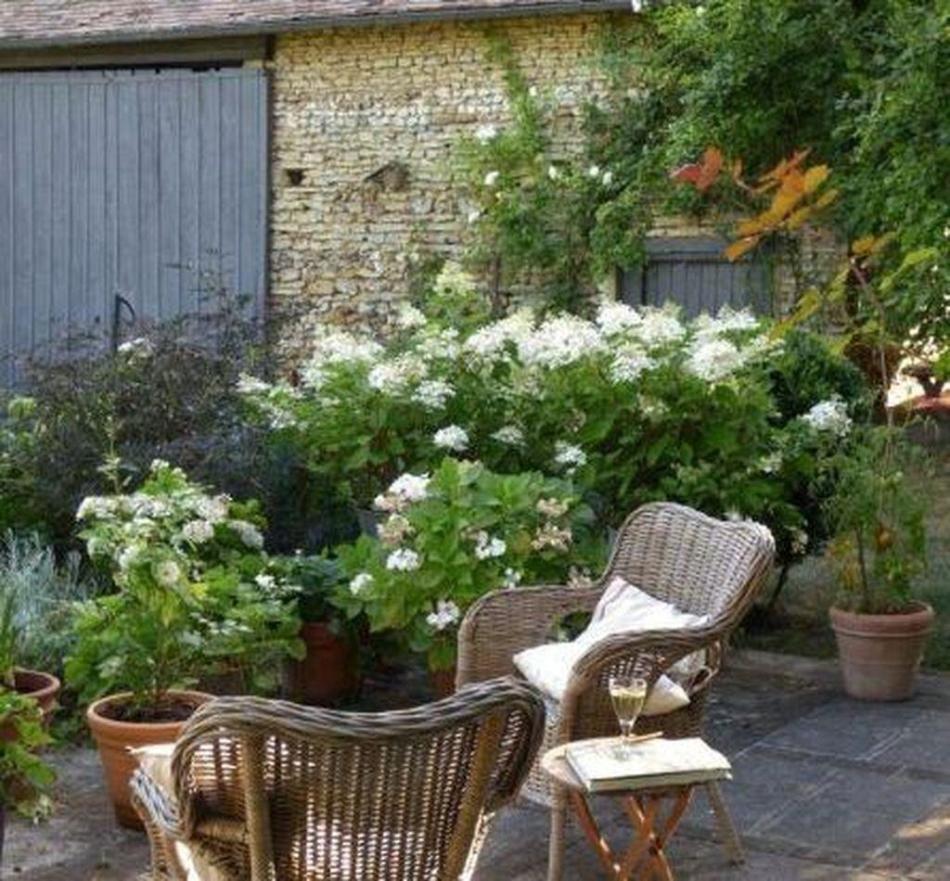 7 Inspiring French Country Garden Décor Ideas - Design in 7