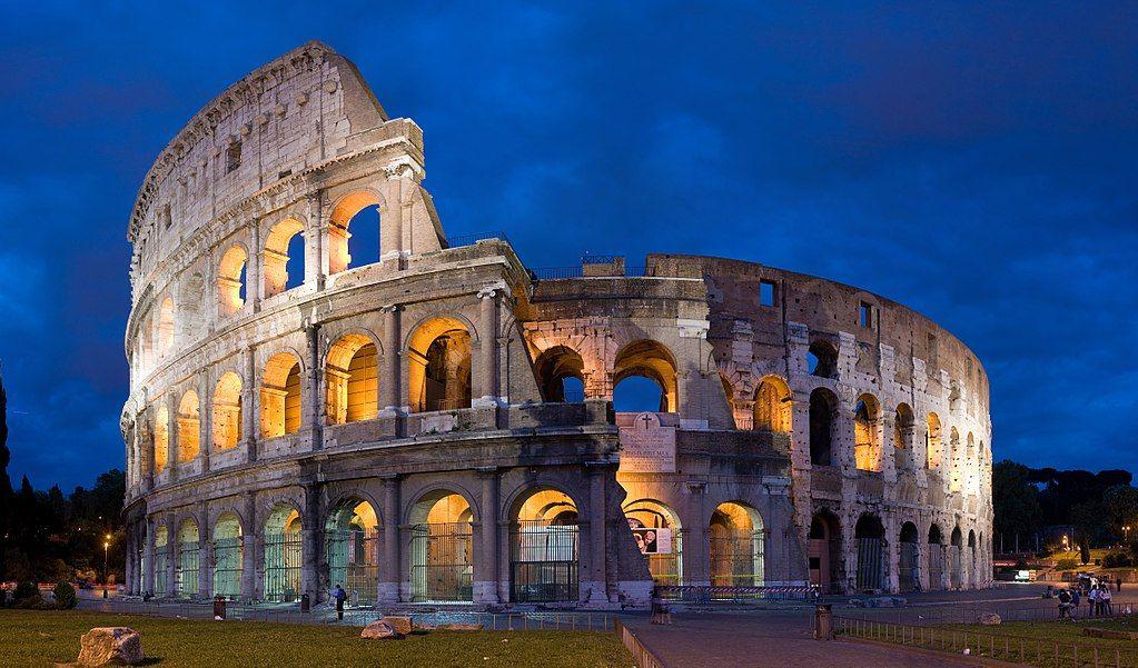 Колизей в Риме вечером