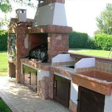Un esempio di berbecue in muratura primerano barbecue pinterest giardino barbecue e cucine - Cucina esterna in muratura con barbecue ...