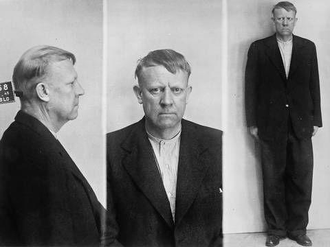 Juli 1945, rett etter at Quisling har meldt seg til politiet i Møllergata. Han ser sliten og resignert ut og er nervøs for hva som venter. FOTO: Dan P. Neegaard