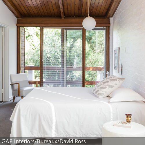 schlafzimmer mit holzdecke schlafzimmer pinterest holzvert felung wirken und schlafzimmer. Black Bedroom Furniture Sets. Home Design Ideas