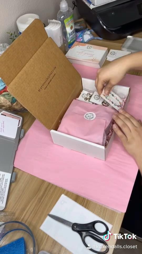 Packaging an order on Tiktok!