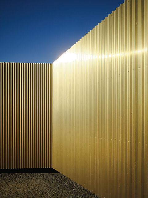 Temporary Workshop Clad In Gold Stylepark Architecture Colour Architecture Metal Cladding