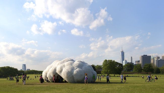 Cloud Communing Studiokca Creates Pavilion For Governor S Island With Images Installation Art Plastic Bottles Clouds
