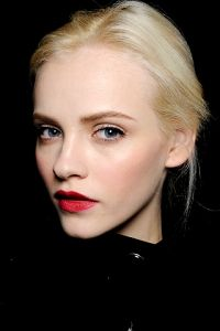 How To Wear Red Lipstick Pale Skin Red Lip Makeup Catwalk Makeup
