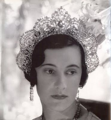 Loelia Duchess of Westminster photographed by Cecil Beaton in 1931 wearing a kokoshnik halo-shaped tiara.